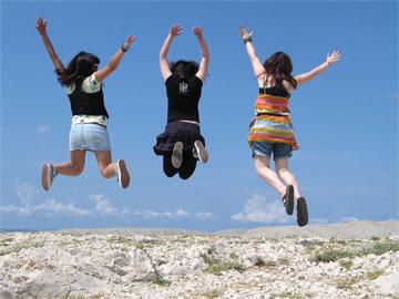 girls_jumping_360_17f3364-17f3367