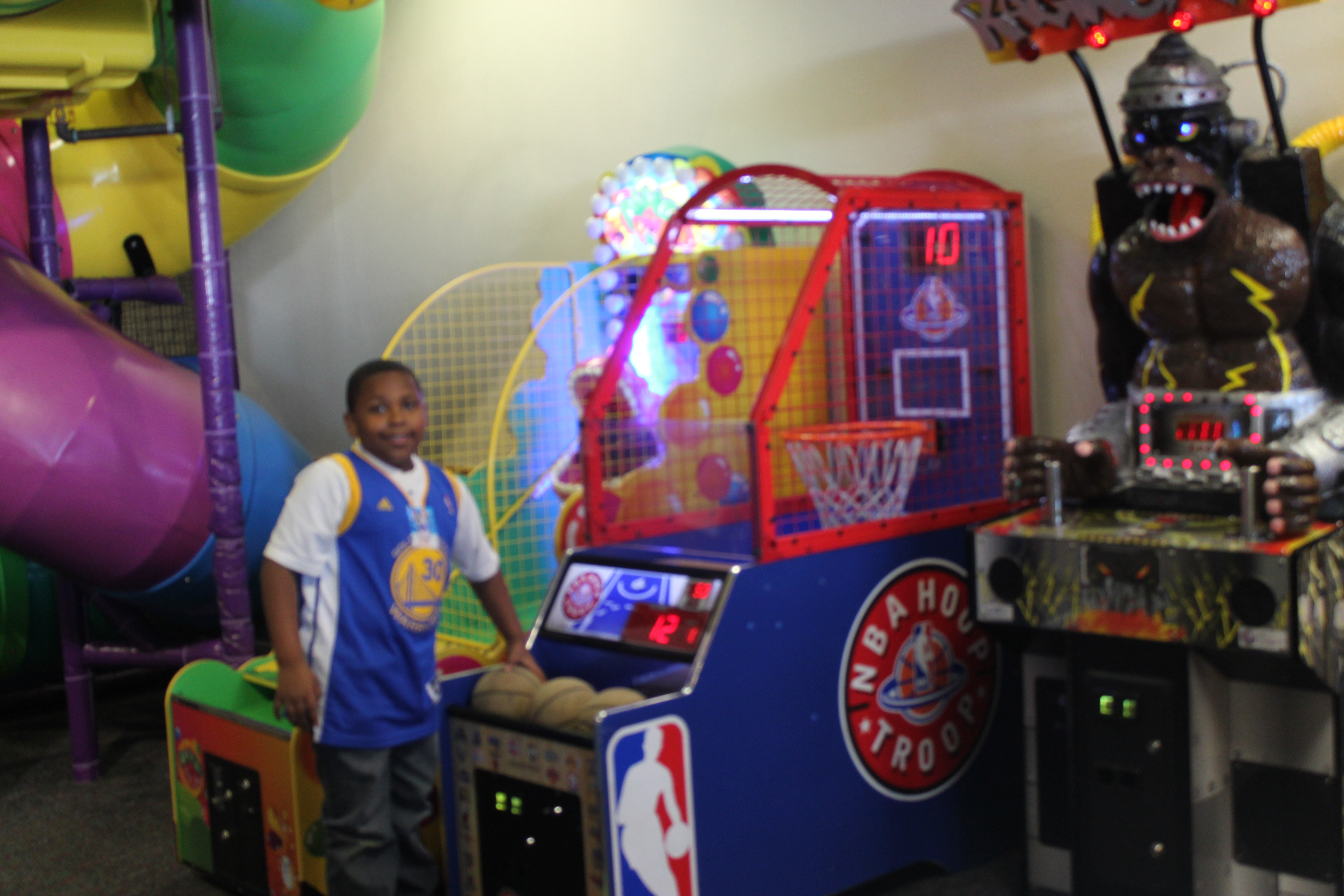 2015 Holiday Guide!! Fun at Chuck E. Cheese's during the Holidays!!