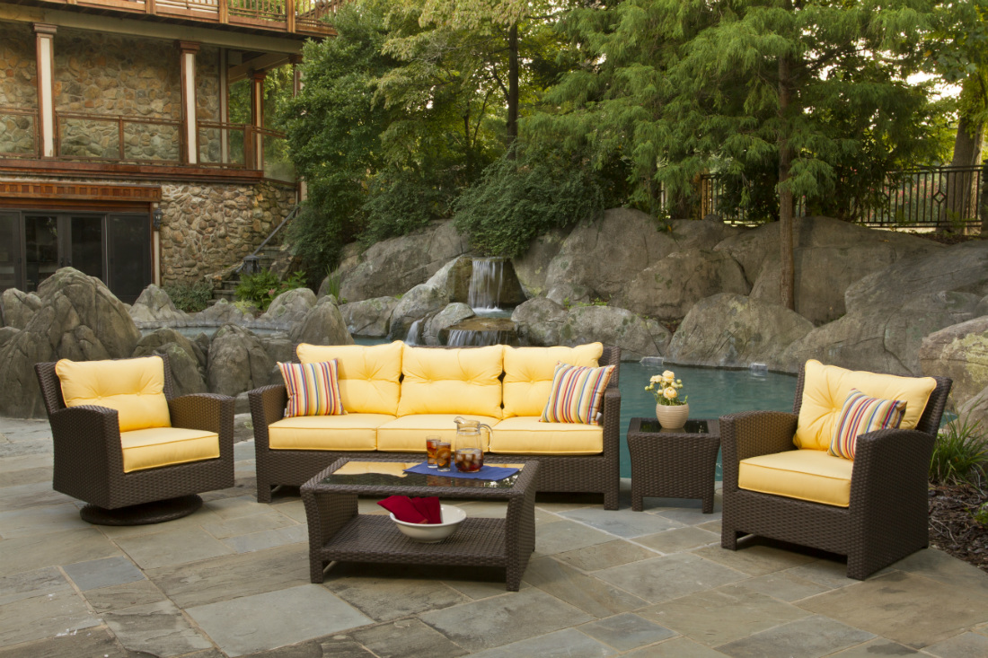 Holiday Decorating Ideas For Outdoor Wicker Furniture