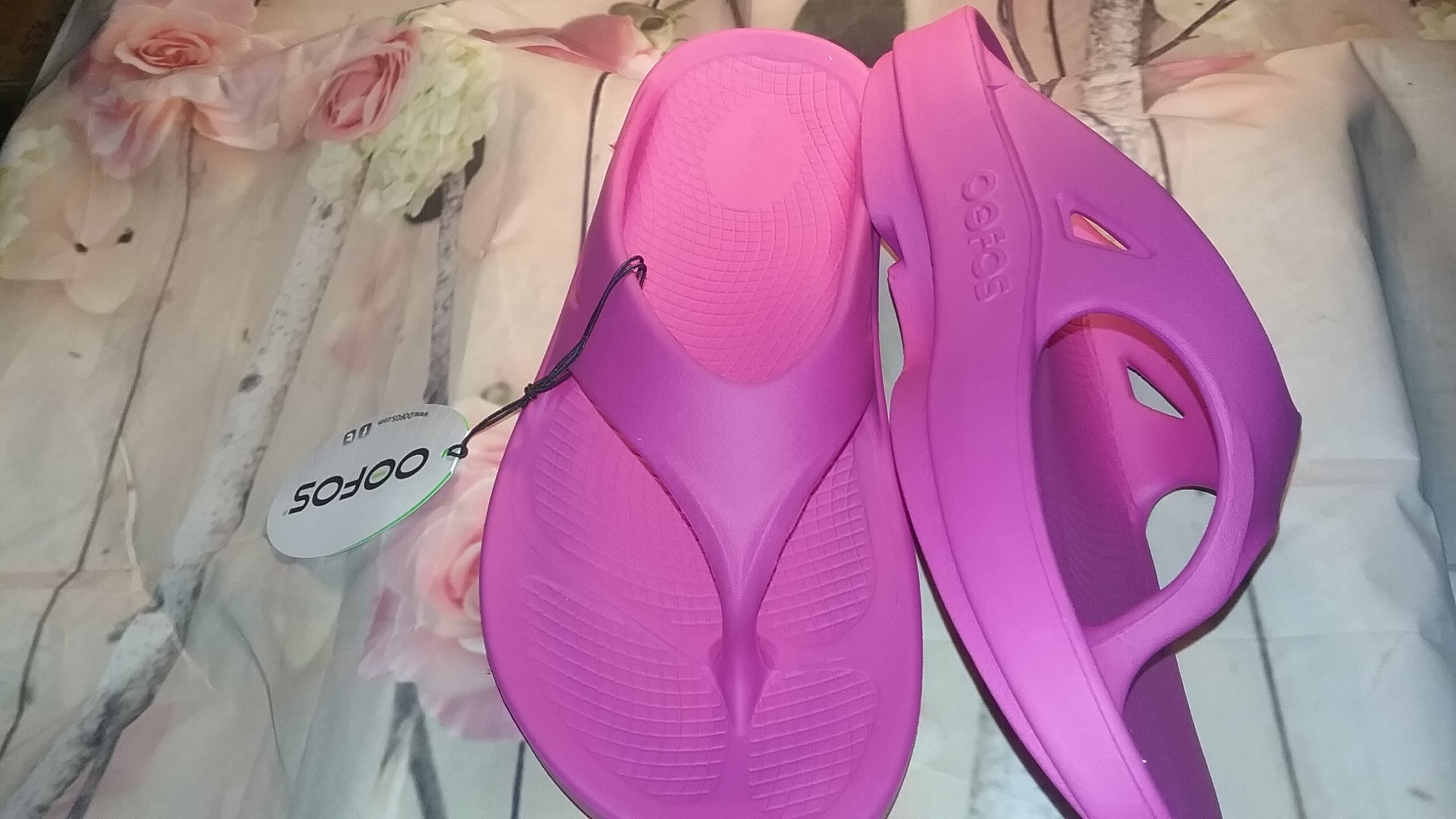 2017 Valentines Day Guide Featuring OOFOS Women's OOriginal Sandal!