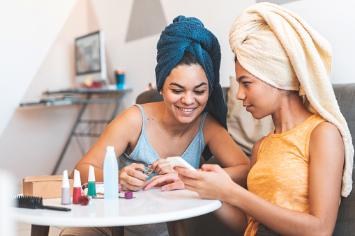8 Ways to Enhance Your Next Moms Night In